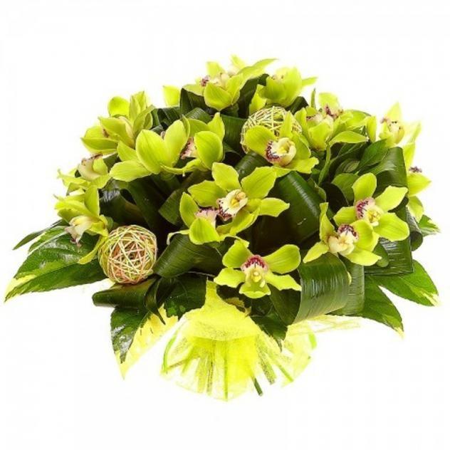 Изящный букет из ароматных орхидей