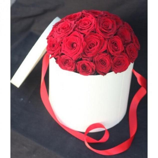 Роза в шляпной коробочке